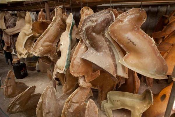 Xưởng cũng có hằng hà sa số các mẫu khuôn để đáp ứng nhu cầu của các khách hàng đam mê săn bắn.
