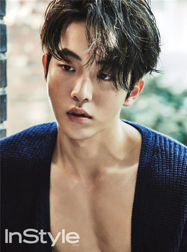 Giờ đây, không chỉ sở hữu gương mặt điển trai, nam tính mà thân hình của Nam Joo Hyuk cũng chính là niềm mơ ước của không ít người.