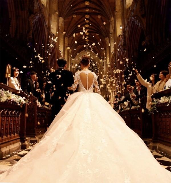 Đám cưới xa hoa của nam ca sĩ.