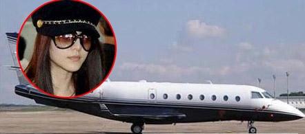 Ngoài ra cô còn sở hữu cả máy bay riêng.