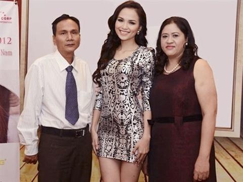 Sau thời gian từ mặt, bố mẹ Diễm Hương đã chịu tha thứ cho con gái? - Tin sao Viet - Tin tuc sao Viet - Scandal sao Viet - Tin tuc cua Sao - Tin cua Sao