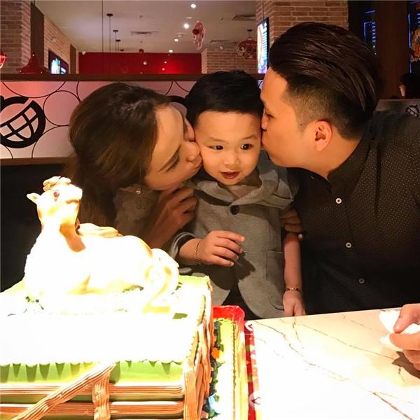 Dù cuộc hôn nhân không được sự đồng tình của bố mẹ ruột nhưng Diễm Hương đã cố gắngvượt qua khó khăn ấy để hiện tại, cô đang có những tháng ngày viên mãn bên ông xã và cậu con trai 2 tuổi. - Tin sao Viet - Tin tuc sao Viet - Scandal sao Viet - Tin tuc cua Sao - Tin cua Sao