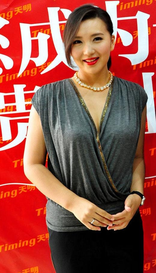 Trong những sự kiện gần đây, Trần Hảo khiến nhiều người hâm mộ bất ngờ về nhan sắc mặn mà của mình nhưng nàng A Tử khi vào tuổi 40 lại trở nên xồ xề và phát tướng, không thể kiểm soát cân nặng.
