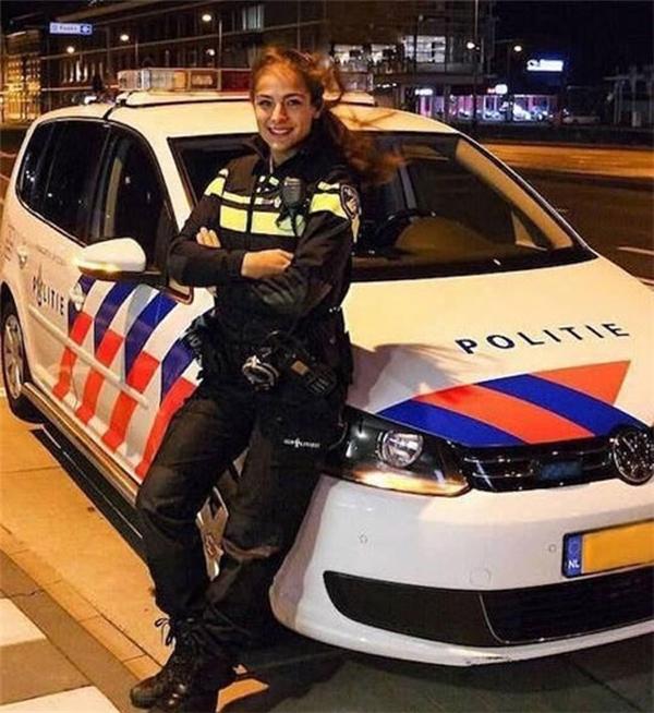 Nochtli Peralta Alvarez trong trang phục cảnh sát.(Ảnh: Internet)
