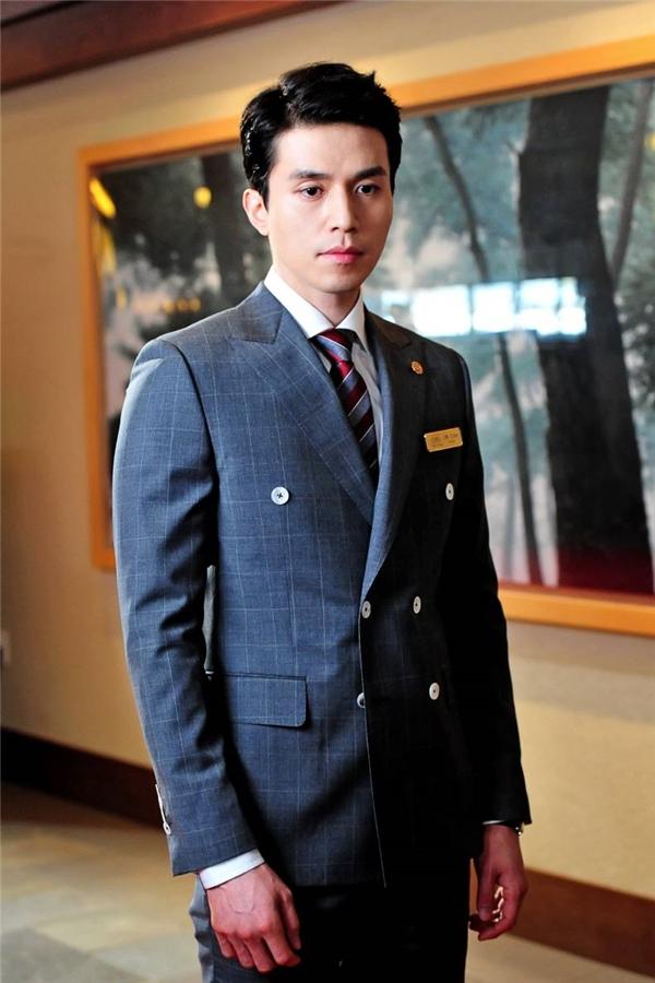 Những năm trở lại đây, Lee Dong Wook bắt đầu cải thiện vẻ ngoài bằng việc theo đuổi hình tượng nam tính, lịch lãm. Thế nhưng, anh lại kém may mắn trong khâu lựa chọn kịch bản khi những bộ phim anh đóngkhông mấy hút khán giả.