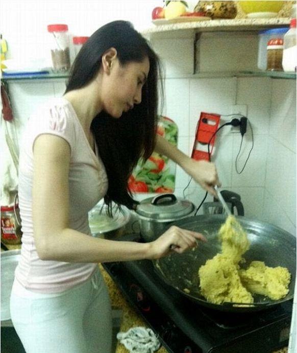 Cô cũng thường xuyênnấu những món ăn ngon để đãi Công Vinh và bé Bánh Gạo. - Tin sao Viet - Tin tuc sao Viet - Scandal sao Viet - Tin tuc cua Sao - Tin cua Sao