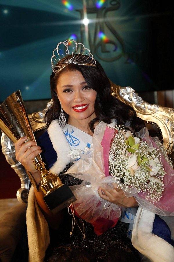 Hoa hậu Phần Lan trông già dặn hơn tuổi 24 rất nhiều.