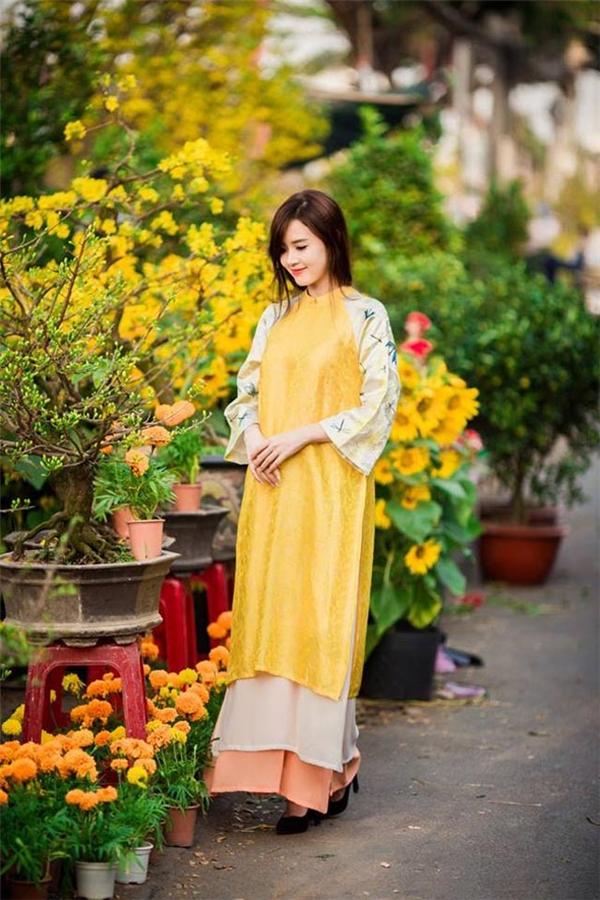 Bí kíp chọn áo dài du Xuân giúp may mắn theo bạn suốt cả năm mới