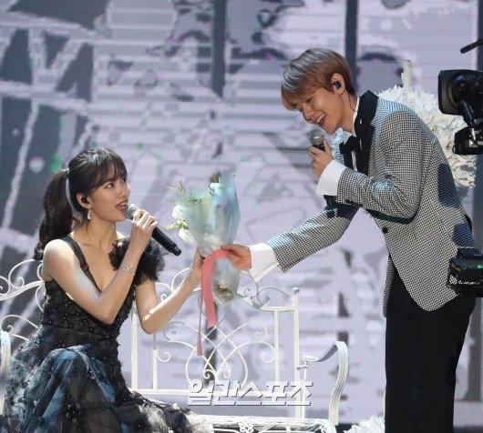 Tình tứ nhìn Suzy, Baekhyun không sợ đối đầu Lee Min Ho?