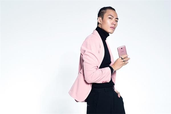 Truy tìm danh tính smartphone hồng vàng đang được giới trẻ săn lùng