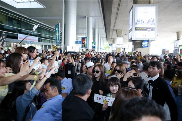 Dù đã 5 lần sang Việt Nam, T-ara vẫn được fans săn đón nồng nhiệt