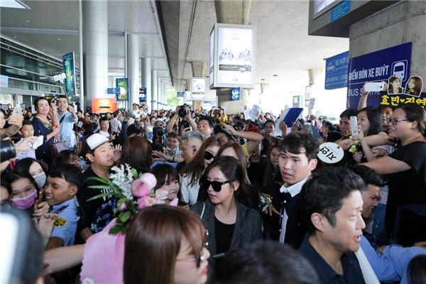 Tuy đây là lần thứ 5 sang Việt Nam nhưng T-ara vẫn được cộng đồng fans chào đón nồng hậu, nhiệt tình.