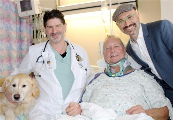 Nhờ đượcKelseyliếm vào tay và mặt nên Bob không bị mất thân nhiệt hay hoại tử.