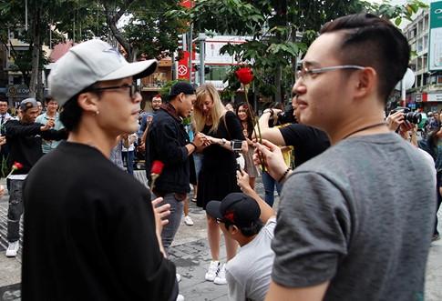 Màn cầu hôn đặc biệt của chàng trai Việt với bạn gái Tây hơn 7 tuổi