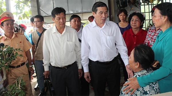 Chủ tịch UBND tỉnh Tiền Giang đến thăm hỏi gia đình nạn nhân. (Ảnh: Internet)