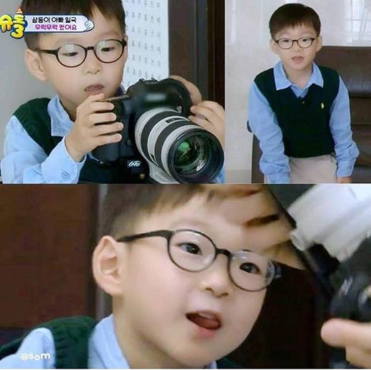 Daehan không chỉ trông chững chạc hơn mà còn rất thông minh nữa. Trong tập xuất hiện trở lại trong chương tình, cậu bé còn đọc được cả kịch bản của bố nữa cơ.