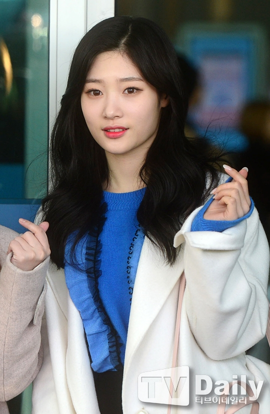 """Nhóm được biết đến nhờ vẻ ngoài nổi bật của thành viên Jung Chaeyeon được mệnh danh là """"nữ thần Kpop"""" thế hệ mới."""