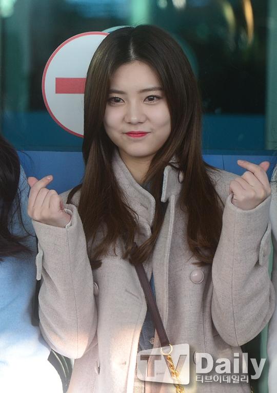 Xuất phát sang Việt Nam cùng T-ara còn có đàn em cùng công ty, DIA, tân binh đáng chú ý của làng nhạc Kpop năm 2016 vừa qua.