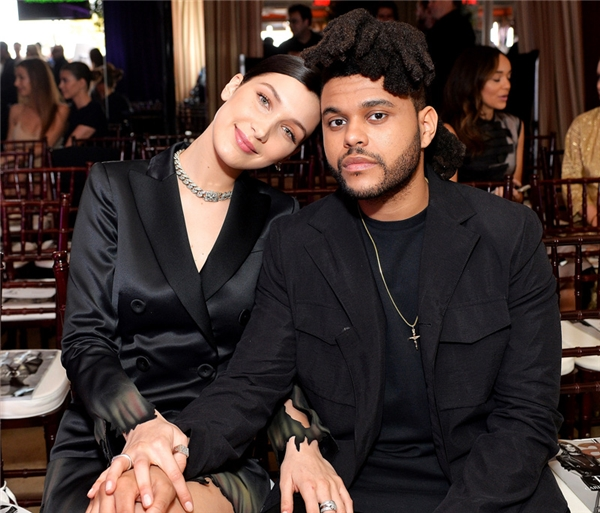 Bella vẫn còn yêu The Weeknd và cảm thấy bị phản bội vì anh và Selena đến với nhau quá nhanh.