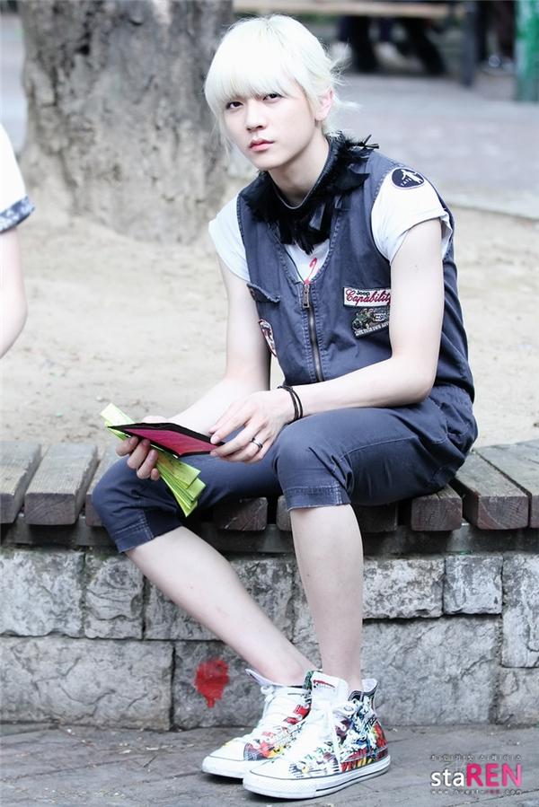 Phát hờn trước những đôi chân nuột nà của loạt mĩ nam Kpop