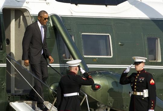Căn cứ quân sự Joint Base Andrews (JBA) là nơi bảo dưỡng chiếc chuyên cơ Không lực 1 dành cho các nhà lãnh đạo Mỹ. Và nếu thời tiết thuận lợi, cả gia đình Tổng thống Obama dự kiến sẽ bay đến JBA trên chiếc trực thăng màu xanh lá cây - trắng dành riêng cho ông chủ Nhà trắng khi tại nhiệm.