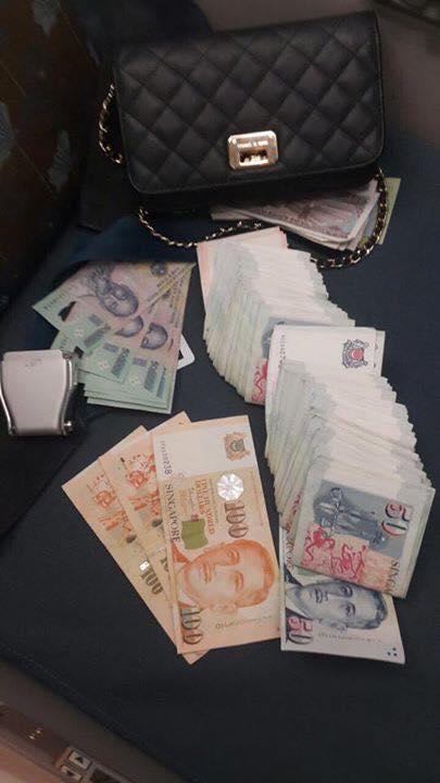Chiếc túi đánh rơi có giá trị hơn 92 triệu đồng. (Ảnh: Internet)