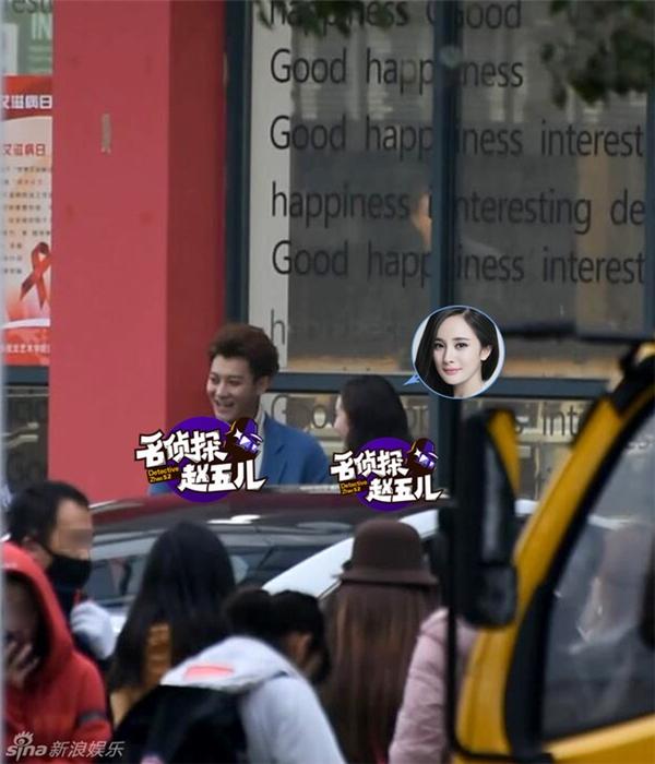 Dương Mịch vui vẻ cùng Hoàng Tử Thaotrên phim trường trong kỉ niệm 3 năm ngày cưới với Lưu Khải Uy.