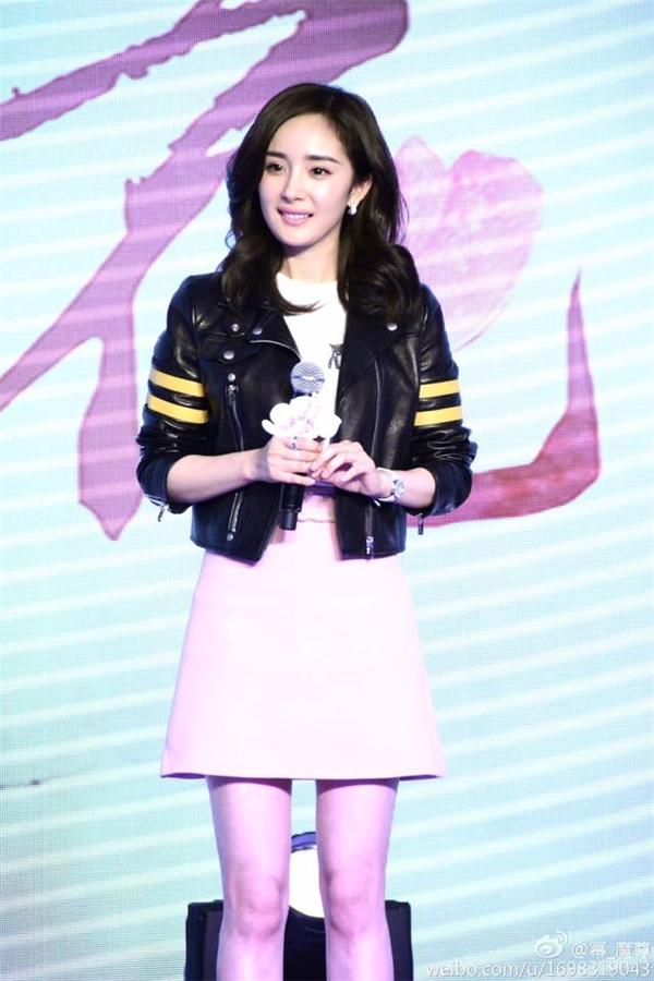 Dương Mịch cho biết cô vẫn hạnh phúc và thường xuyên liên lạc với Lưu Khải Uy.