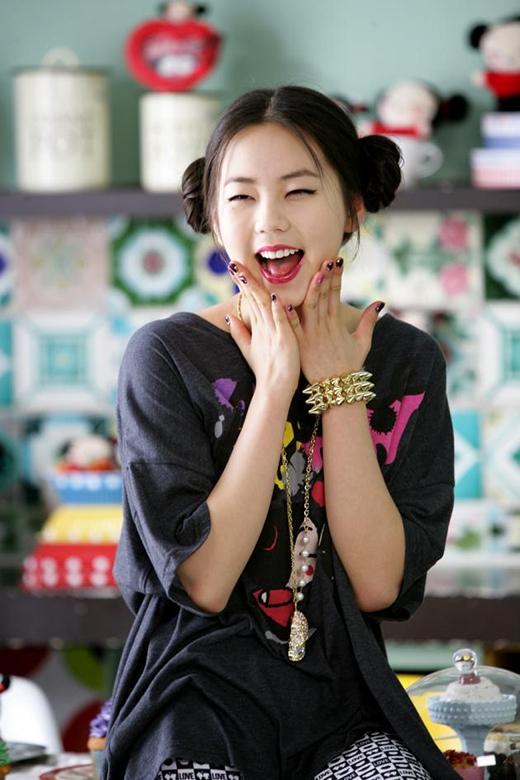 """Gương mặt bầu bĩnh, cặp mắt một mí đặc trưng Sohee thậm chí giống như """"chị em sinh đôi"""" của nhân vật Pucca dễ thương nữa cơ."""