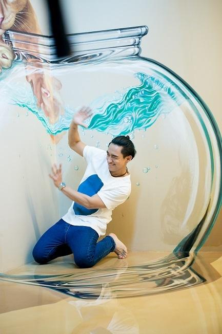 Pông Chuẩn, Hữu Vi hết sức sáng tạo trong các pô ảnh bên cạnh những bức tranh 3D.