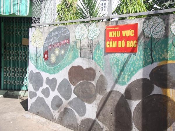 Hoặc giữ gìn vệ sinh chung cho khu phố.