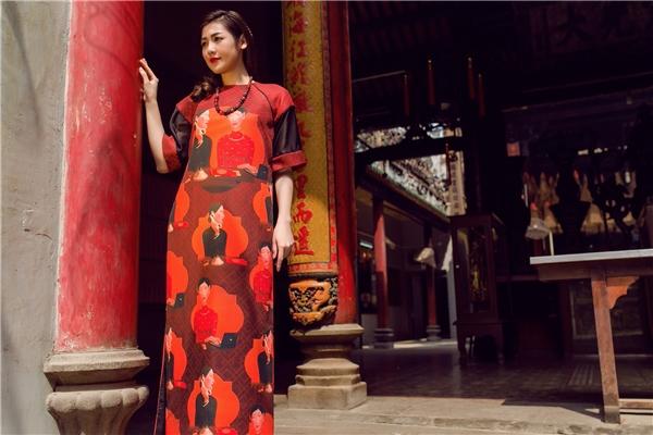 Linh hồn của những chiếc áo dài được Á hậu Tú Anh truyền tải khéo léo trong không gian cổ xưa, mang đậm dư vị của những ngày Tết đang cận kề.