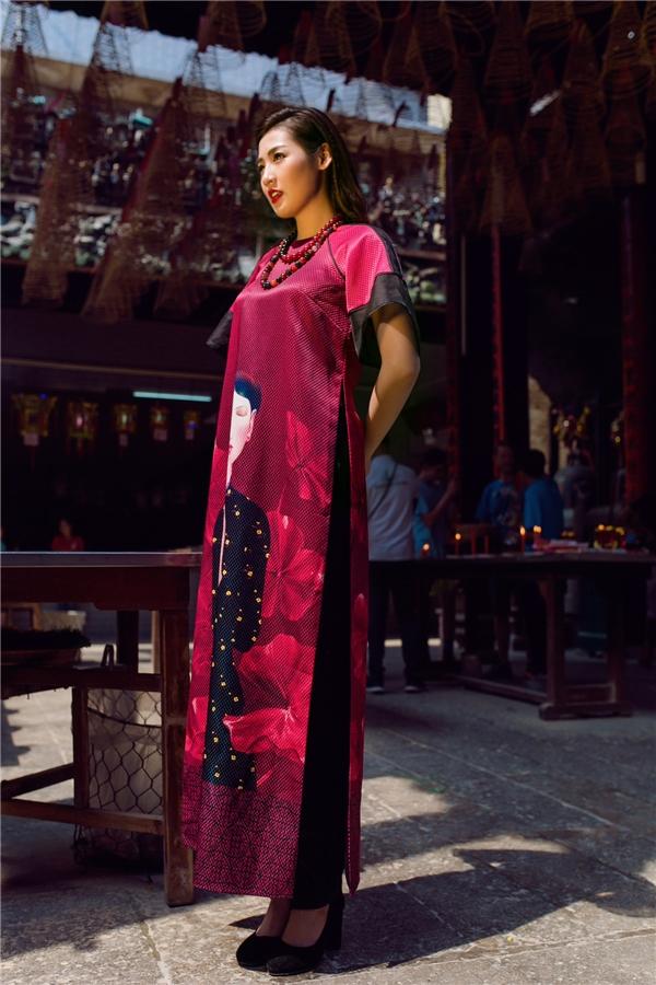 Ở các nước có nền công nghiệp thời trang phát triển mạnh mẽ thì việc kết hợp giữa nhà thiết kế và họa sĩdanh tiếng đã quá quen thuộc nhưng ở Việt Nam thì đây là lần đầu tiên xuất hiện công thức thú vị này.