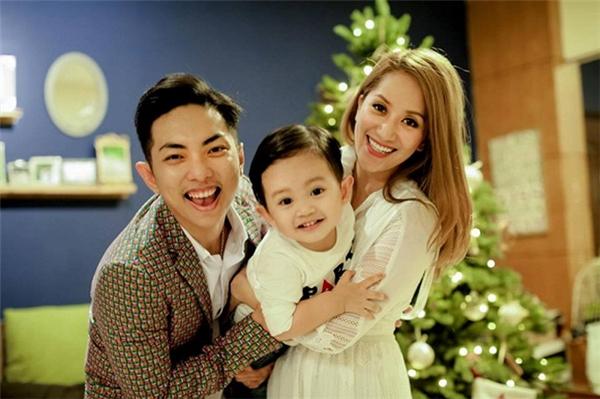 Nói về kế hoạch kết hôn, Phan Hiển cho biết anh và bà xã dự định cuối năm 2017 khi Khánh Thi có thêm em bé nữa rồi sẽ tổ chức. - Tin sao Viet - Tin tuc sao Viet - Scandal sao Viet - Tin tuc cua Sao - Tin cua Sao