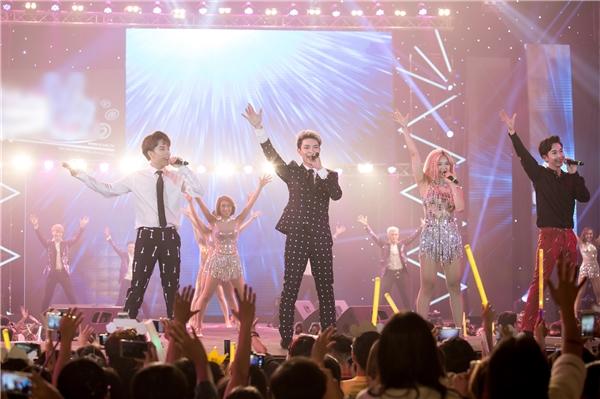 Monstar cực dễ thương cùng nhóm T-Ara trong đêm nhạc Việt - Tin sao Viet - Tin tuc sao Viet - Scandal sao Viet - Tin tuc cua Sao - Tin cua Sao