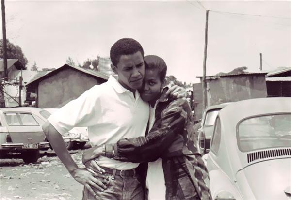 Tổng thống Barack Obama và vị hôn thê, Michelle tại Kenya, năm 1992