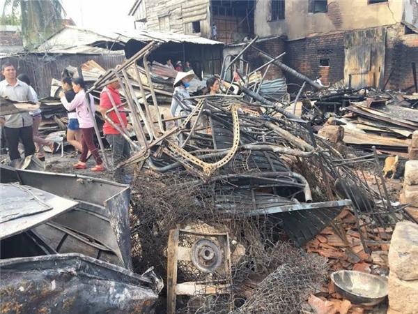 Gần 80 căn nhà bị lửa thiêu rụi. (Ảnh: FB)