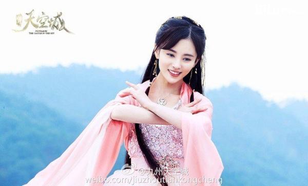 Cúc Tịnh Yxinh đẹp lay động lòng người trongCửu châu thiên không thành.