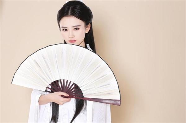 Cúc Tịnh Yđược đánh giá sẽ trở thành một trong những mỹ nhân đình đám nhất màn ảnh Hoa ngữ trong tương lai.