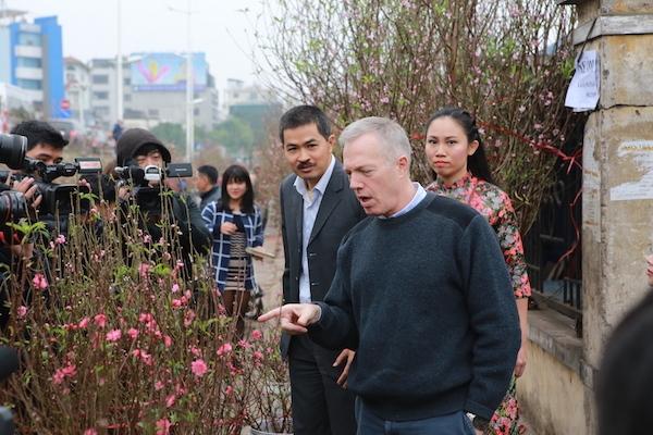 Đại sứ Mỹ sử dụng tiếng Việt thành thạo và am hiểu về truyền thống của Việt Nam khi nói về quan hệ giữa đất và trời.