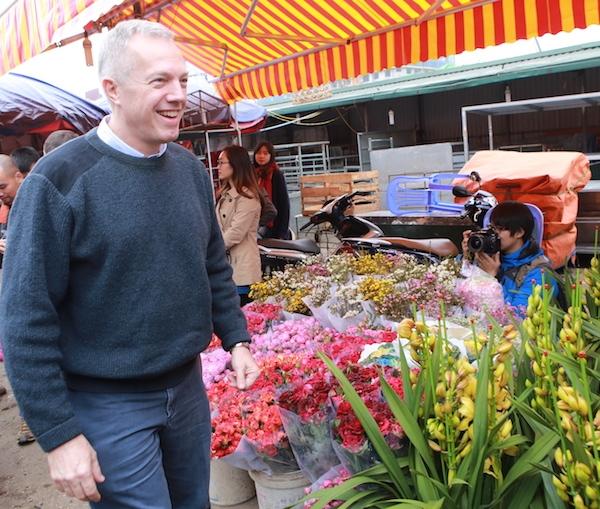 Ông cũng bày tỏ sự yêu thích đối với truyền thống thờ tổ tiên, tôn trọng người già và đoàn tụ vào mỗi dịp Tết của người Việt.