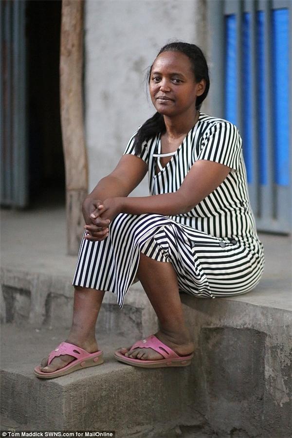 Trong khi đó, người mẹ ruột của Zahara lại bất ngờ đòi liên lạc với con...