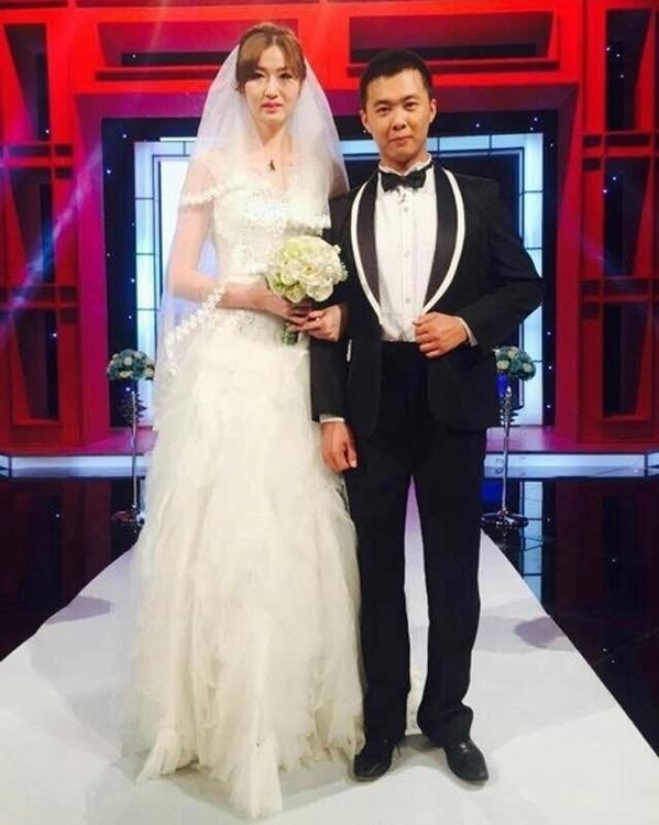 Con dâu cao gần 2 mét, mẹ chồng phải phá cửa để đón vào nhà