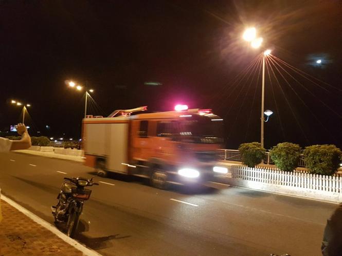 Xe chữa cháy không thể tiếp cận hiện trường vì địa hình quá khó khăn. (Ảnh: Internet)