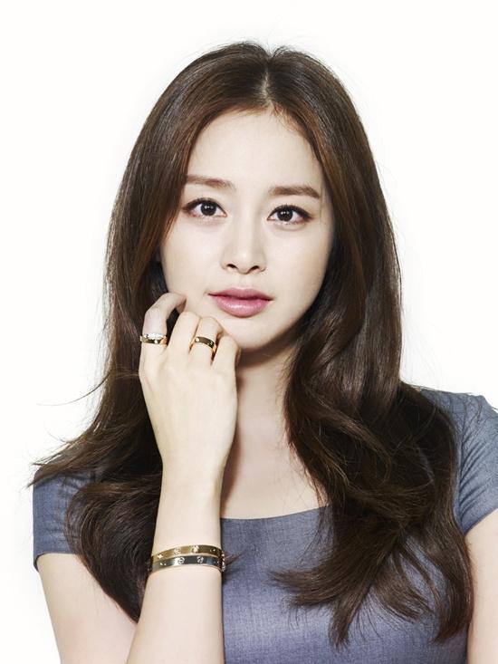 Kim Tae Hee từng nhiều lần dẫn đầu các cuộc bình chọn sao nữ có gương mặt đẹp nhất Hàn Quốc.