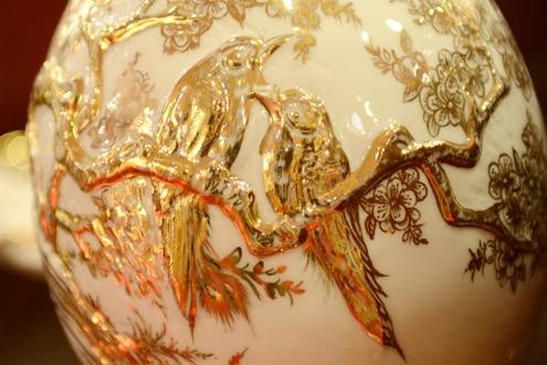 Phong thủy cho rằng người tuổi Tỵ rất hợp với vàng và bạc.