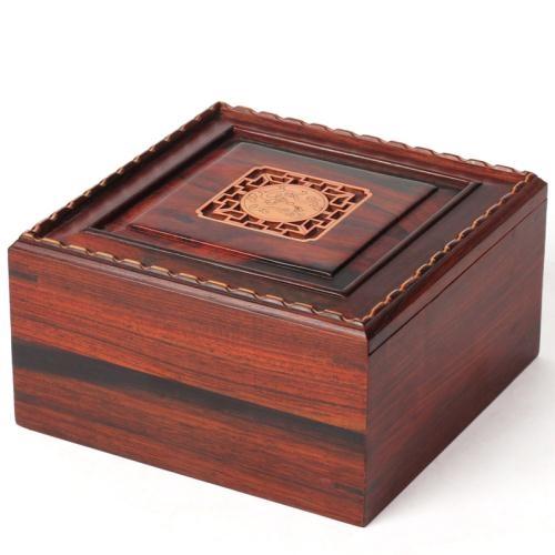 Những ai thuộc tuổi Mùi nên chọn đồ nội thất bằng gỗ gụ.