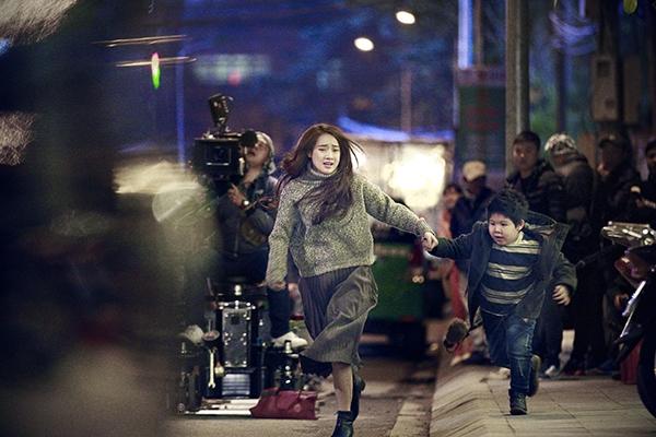 Ngoài việc thừa nhận Cường Seven và Nhã Phương là hai diễn viên chính trong bộ phim, tính đến thời điểm hiện tại, đạo diễn Victor Vũ cùng ê-kíp đoàn làm phim khá kín tiếng trước dự án điện ảnh mới cho năm 2017.