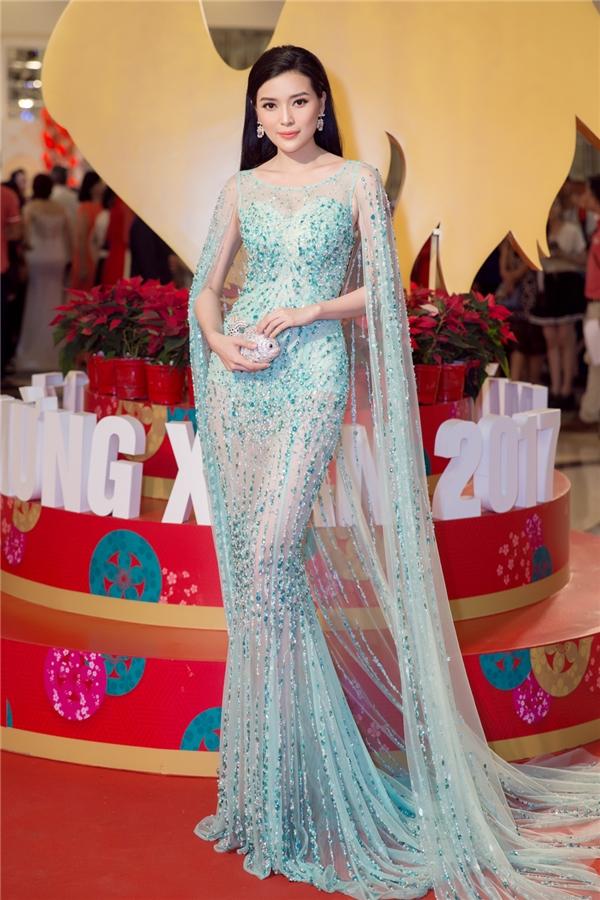 Cao Thái Hà bất ngờ nhận giải thưởng lớn tại Hội xuân nghệ sĩ