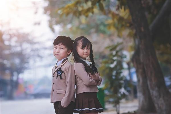 Hai bé là bạn bè thân thiết và đã từng thực hiện một bộ ảnh kỉ yếu mẫu giáo cực đáng yêu trước đó.